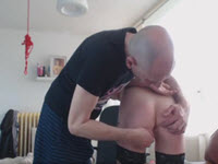 Johnny Rockard scopa giovane troia – video BDSM