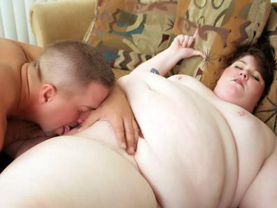 Maiala grassa si fa leccare la figa libidinosa